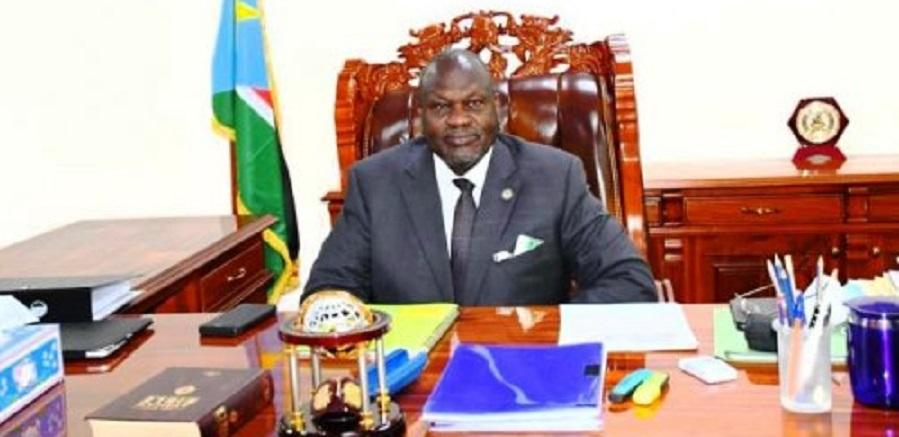 نائب رئيس جنوب السودان رياك مشار في مكتبه بعد عودته إلى العمل (صورة أرشيفية)