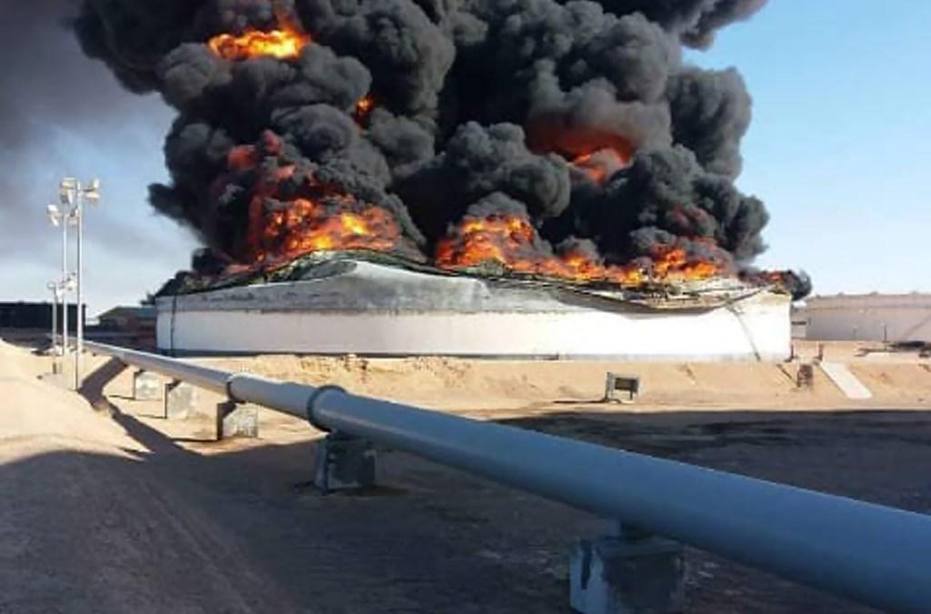 ليبيا.. احتراق مئات الآلاف من براميل النفط في ميناء راس لانوف!