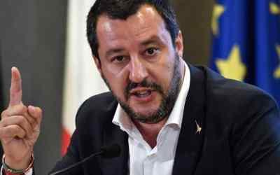 ايطاليا تتبنى قانون سالفيني حول الهجرة