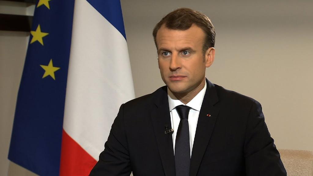 الرئيس الفرنسي تعرض لانتقادات بعدما ضرب موظف في الرئاسة متظاهرا
