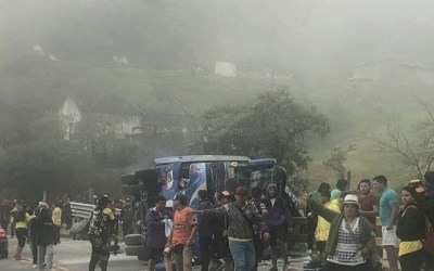قتلى بانقلاب حافلة تقل مشجعي كرة قدم في الإكوادور