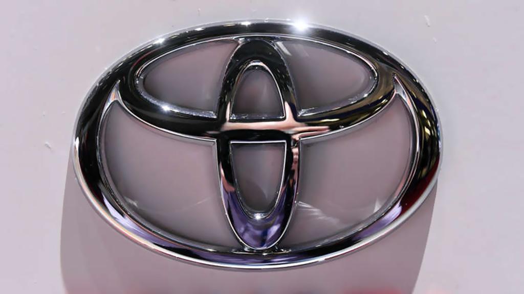 تويوتا اعلنت سحب أكثر من 2,4 مليون سيارة هجينة