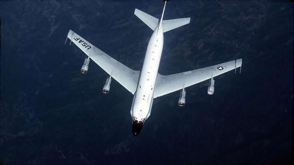 طائرة ركاب أمريكية تتفادى الاصطدام بطائرة استطلاع للناتو