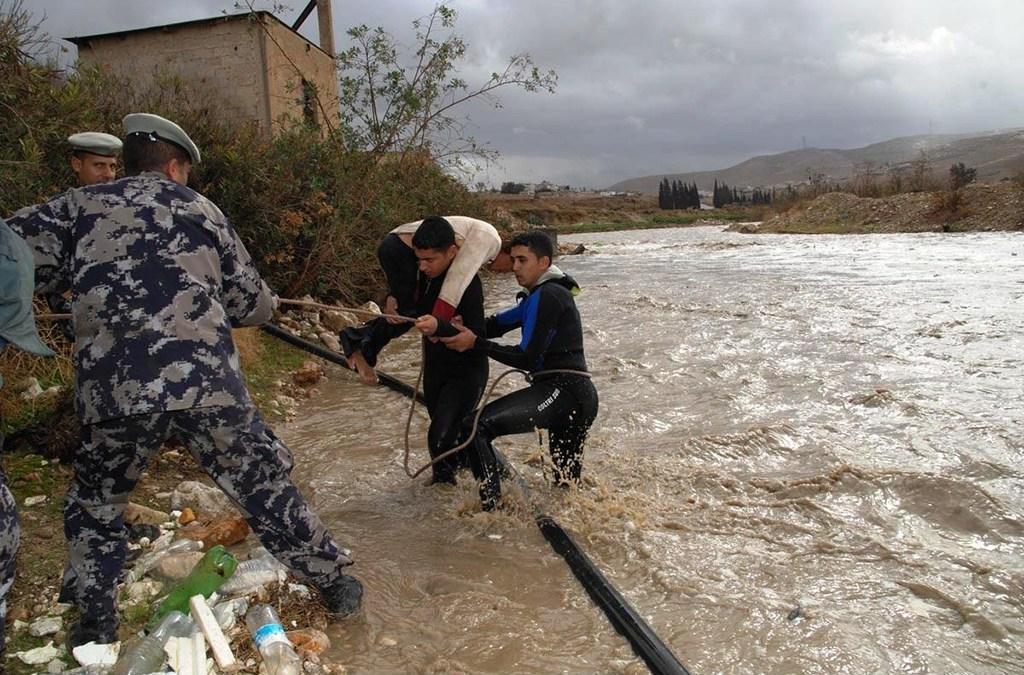 ارتفاع عدد قتلى السيول في غرب الاردن الى 19 غالبيتهم طلاب مدرسة