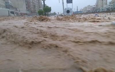 اليمن… وفاة 12 شخصا على الأقل وانهيار 27 حاجزا مائيا جراء سيول في المحويت