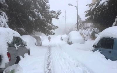 الثلوج في المتن الاعلى شكلت طبقة من الجليد والجرافات تعمل على فتح الطرقات