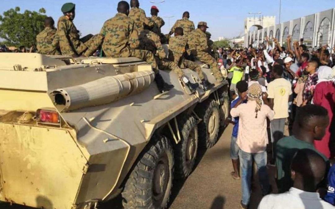 السودان يقرر إعادة هيكلة الجيش وجهازي المخابرات والشرطة