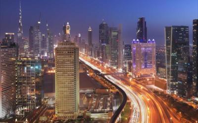 مقتل 17 شخصا في دبي جراء اصطدام حافلة بلوحة إرشادية على إحدى الطرق