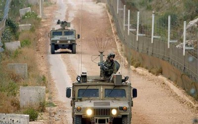 قوات العدو تقوم بمسح الطريق العسكرية في محيط موقع العباد