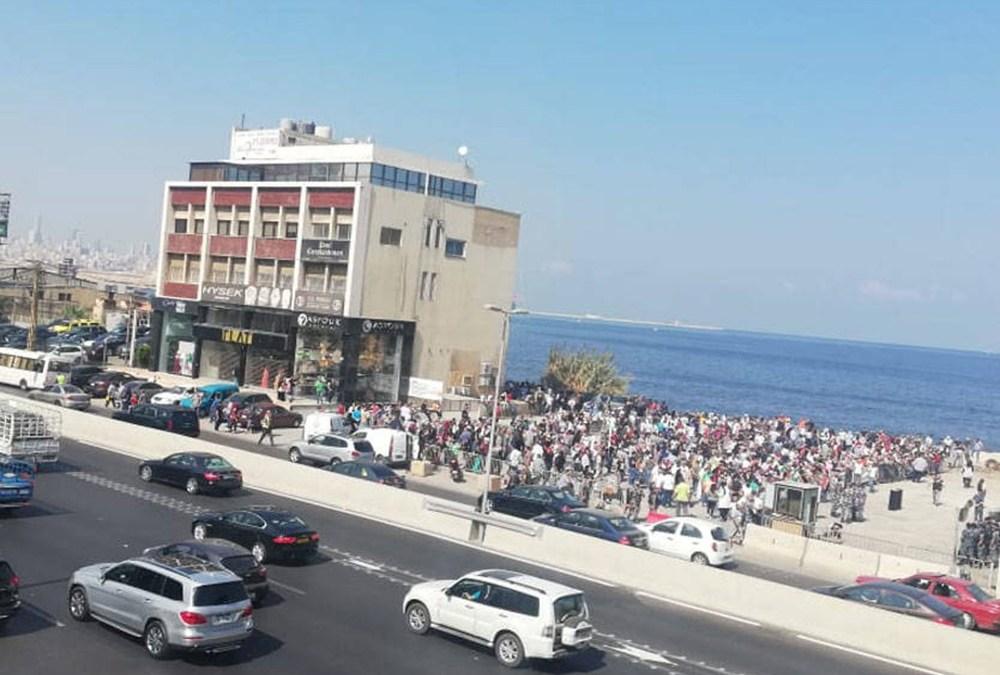 """""""تظاهرة حاشدة"""" للفلسطينيين أمام السفارة الكندية – جل الديب"""