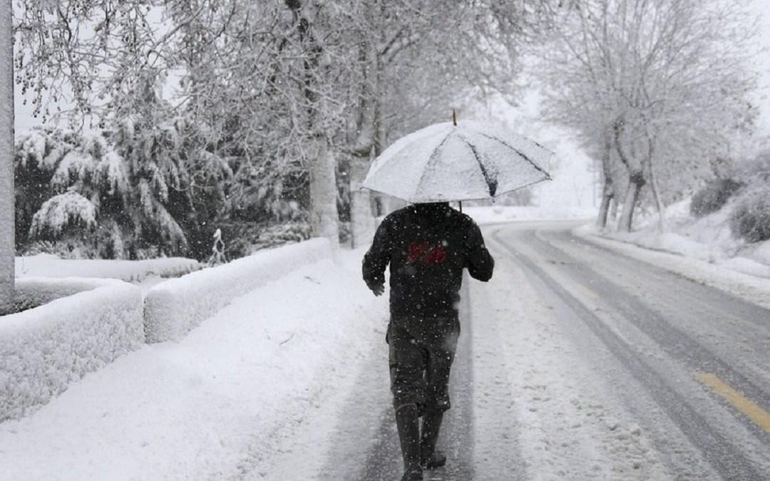 طرق مقطوعة بالثلوج