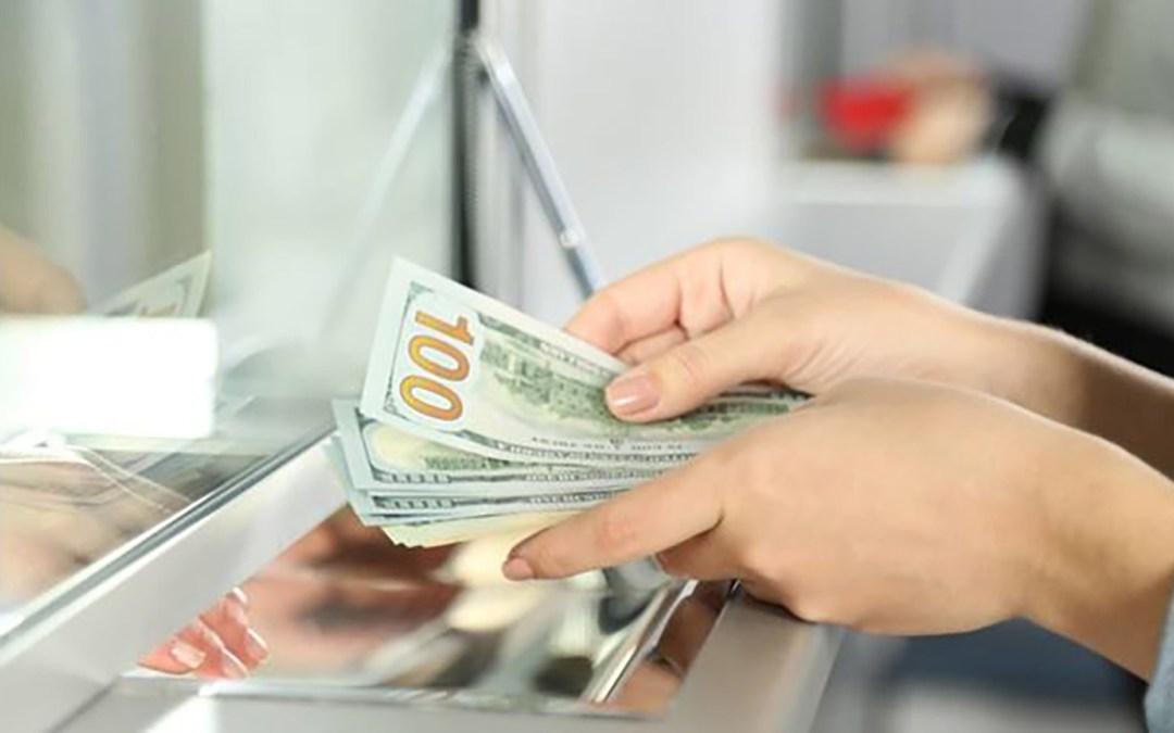 """""""الديار"""":  الدولار يحلق مجددا ويلامس عتبة الـ14 الفا"""