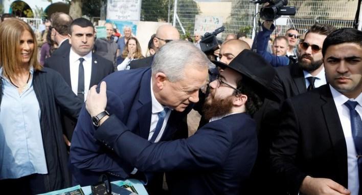 وزير الدفاع الإسرائيلي وزعيم حزب أبيض وأزرق، بيني غانتس، أحد المعرضين للتحقيق/رويترز