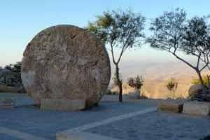 Steintor zum Grabmal von Moses am Mount Nebo in Jordanien