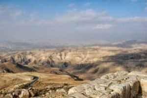 Blick vom Mount Nebo in Jordanien auf das Jordantal