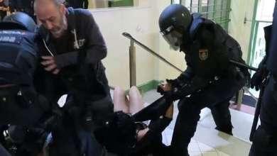 Photo of بالفيديو.. الشرطة الإسبانية تكسر يد فتاة كتالونية!