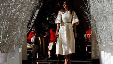 Photo of فيديو..ميلانيا ترامب تُزيّن البيت الأبيض احتفالاً بيوم الميلاد