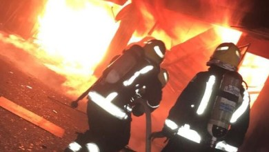 Photo of إصابة مواطن واحتراق 4 محال في حريق بمدينة تبوك