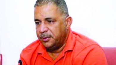 Photo of والد عبيدة يصفح عن عائلة قاتل ابنه ويمزّق شيك الدية