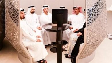 Photo of شاب وفتاة من الإمارات يعقدان زواجهما باستخدام الروبوت
