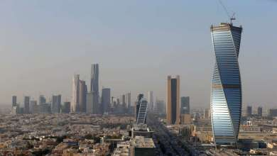 Photo of السعودية تمنع الوافدين من العمل في 12 نشاطا