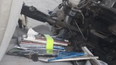 """Photo of """"أوراق وكتب دراسية"""" تغضب مغردين بعد حادث مرور بالسعودية"""