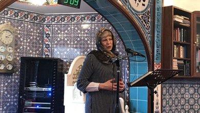 Photo of رئيسة وزراء بريطانيا ترتدي الحجاب وتلقي كلمة داخل مسجد بالمقاطعة الملكية