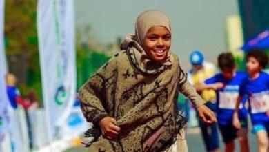 "Photo of ""حافية القدمين"" فازت.. بائعة مناديل بمصر تقهر الفقر"