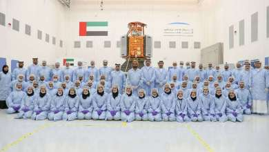 Photo of محمد بن راشد يدشن أول قمر صناعي عربي صنع بأيادٍ إماراتية 100%