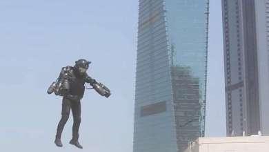 "Photo of شاهد.. ""الرجل الحديدي"" يحلق في سماء دبي"