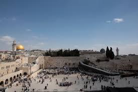Photo of الأوقاف الفلسطينية تحذر بعد سقوط حجارة من حائط البراق