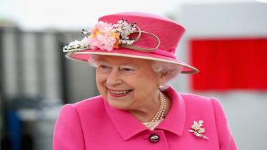 Photo of الملكة إليزابيث ترفض إجراء عملية جراحية بركبتيها لسبب غريب