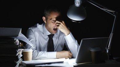 Photo of العمل ليلًا يعرِّضك للإصابة بالجلطات والسرطان