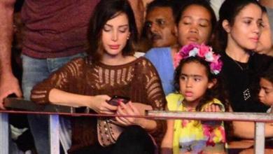 Photo of صور.. ابنة تامر حسني تظهر لأول مرة بحفل ألبومه الجديد