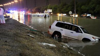 Photo of الطقس السيئ يعطل العمل في مؤسسات حكومية بالكويت