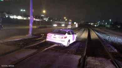"""Photo of امرأة تقود سيارتها على سكة القطار.. وتتهم الـ""""GPS"""""""