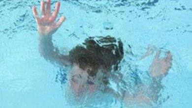 """Photo of مسبح يغتال طفلة الأربع سنوات في """"نعمان مكة"""""""