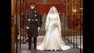 Photo of أزياء زفاف هاري وميغان في معرض داخل قصر ويندسور