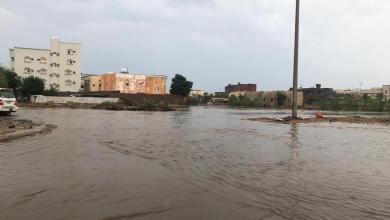 Photo of أمطار غزيرة في ينبع.. وإنقاذ 12 أسرة