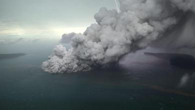 Photo of إندونيسيا تحذر من ثوران بركاني قد يؤدي لتسونامي جديد