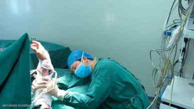 Photo of صورة مؤثرة جدا لطبيب نام في غرفة العمليات