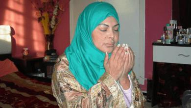 Photo of فلة الجزائرية تثير جدلا.. ترتدي الحجاب وتؤذّن!