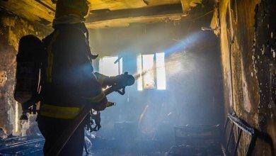 Photo of الدفاع المدني ينقذ عائلة نشب حريق في منزلها بتبوك