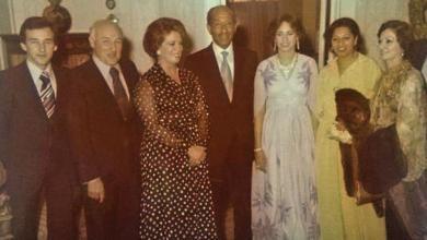 Photo of هاوٍ مصري يكشف عن 24 صورة عائلية نادرة للسادات لم تنشر من قبل