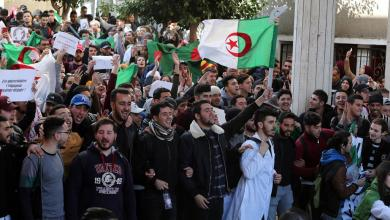 Photo of طلاب الجامعات يلتحقون بالاحتجاجات ضد ترشح بوتفليقة