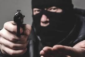 Photo of ضربة أمنية تسقط 3 مواطنين ارتكبوا جريمة سطو بالسلاح على منزل في الرياض