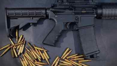 Photo of بعد شكوى ابنه.. والد تلميذ يقتحم المدرسة بسلاح رشاش