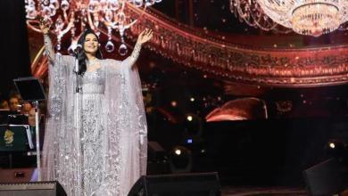 Photo of أحلام تتألق بالفضي في أول حفلاتها بالسعوديّة