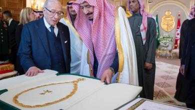 Photo of الملك سلمان يتسلم من الرئيس السبسي أعلى وسام تونسي
