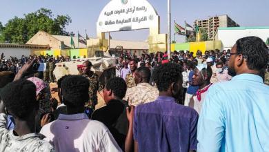 Photo of اعتصام الخرطوم متواصل.. وأنباء عن خطة لاستبدال الجيش